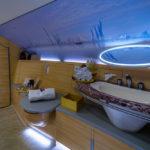 В душ і додому - на приватному літаку