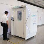 Аеропорт Гонконгу випробовує кабіну для дезінфекції пасажирів